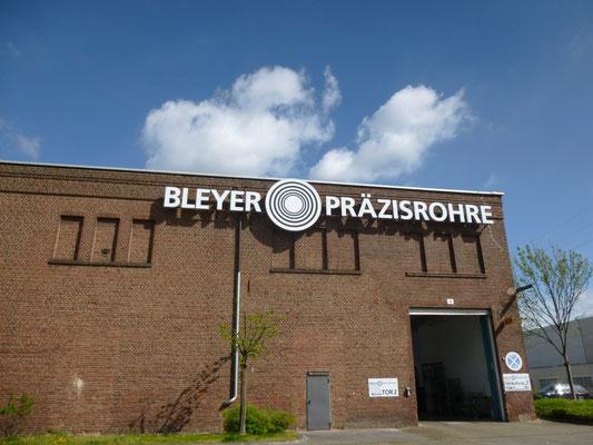 Bleyer Präzisrohre, Düsseldorf | Schriftzug im Profil 5 mit LED-Ausleuchtung
