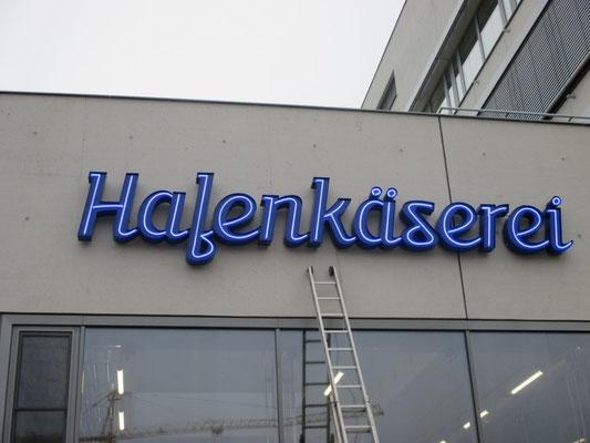 Hafenkäserei, Münster | Werbeanlage als Einzelbuchstabenschriftzug im Profil 2 mit offenliegendem Neonrohr