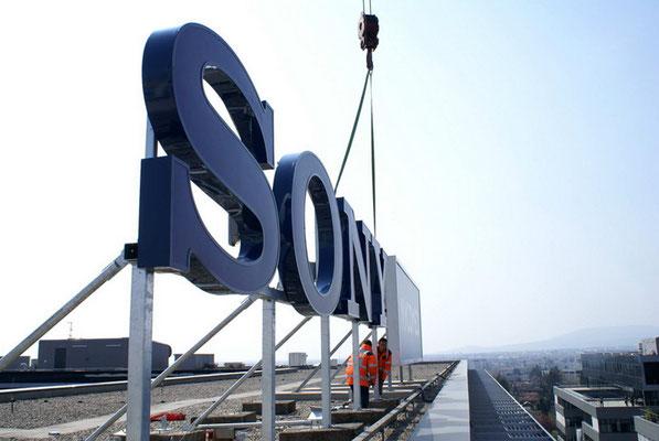 Einzelbuchstaben im Profil 4 (Sony, Wien)