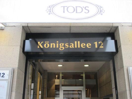 Königsallee 12, Düsseldorf | TiN vergoldete Einzelbuchstaben aus Edelstahl