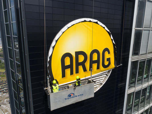 ARAG-Tower | PVC-Spanntuch ca. 7,0m im Durchmesser, UV-bedruckt im Digitaldruck mit Hochleistungs-LED-Technik hinterleuchtet - Montage in über 90m Höhe