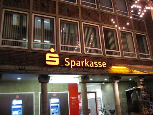 Sparkasse Düsseldorf | Ausführung der Werbeanlagen gemäß dem CI des Sparkassen Verlages