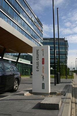Neue Stelen für die E-Plus Hauptverwaltung in Düsseldorf