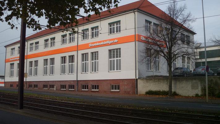notebooksbilliger.de, Laatzen | Beleuchtete Einzelbuchstaben im Profil 5 auf Aluminiumblende mit LED-Kontur