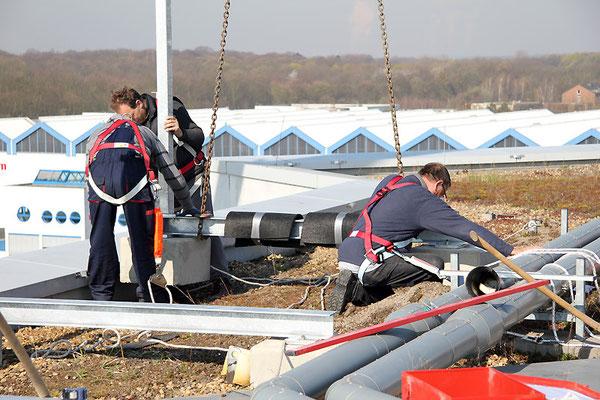 Energiebau, Köln | Vormontage der Stahlfüße für die Dachwerbeanlage