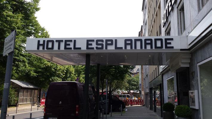 Günnewig Hotel Esplanade, Düsseldorf | Werbeanlagen als Vollacrylglas-LED-Seitenleuchter