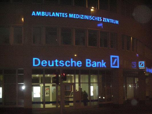 Deutsche Bank | Einzelbuchstabenschriftzug nach Corporate Identity, gerundet