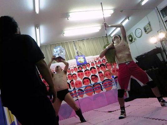 昨年の平面プロレス☆イットカーンとホーキー・ザ・ジャイアントVSブキチ選手と吉田選手の死闘!