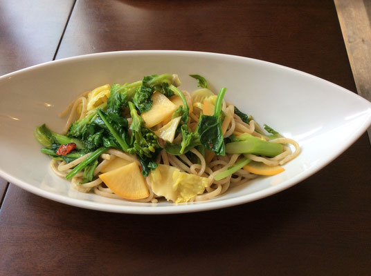 Linguine  aglio olio e peperoncino con verdure stagionale