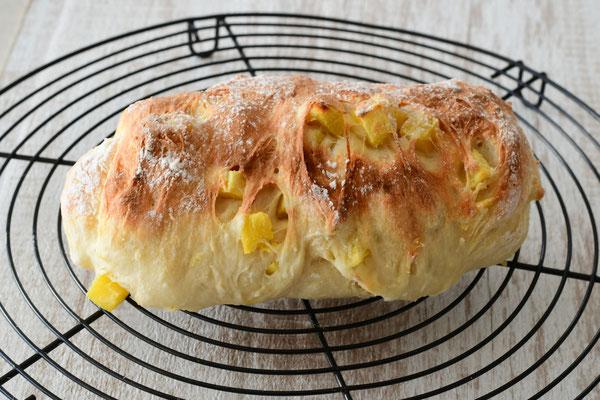 サツマイモのどでかパン