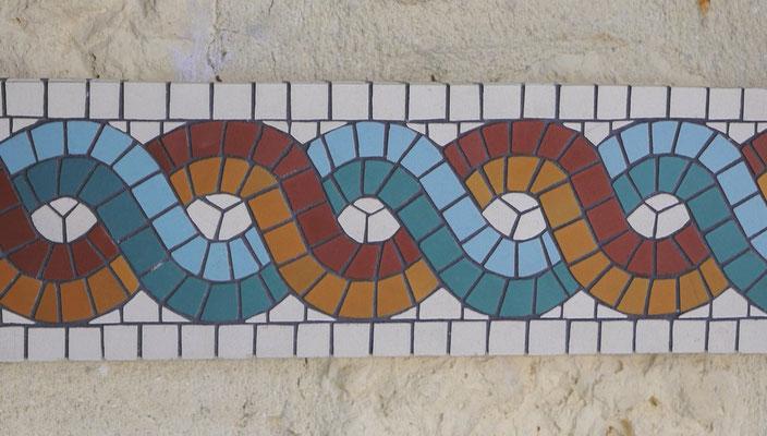 Frise romaine en mosaïque