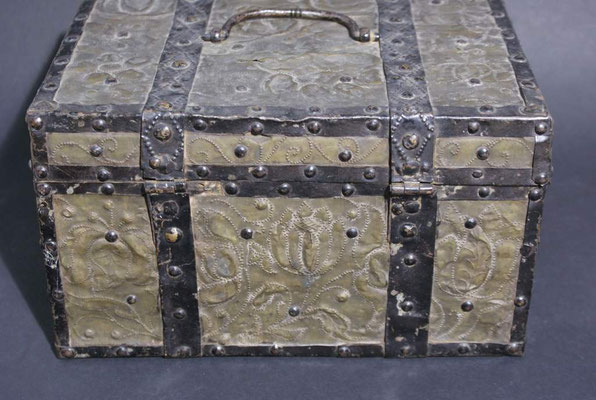 Koffer vor der Restaurierung