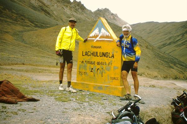 Le LACHLUNG LA     4740 m
