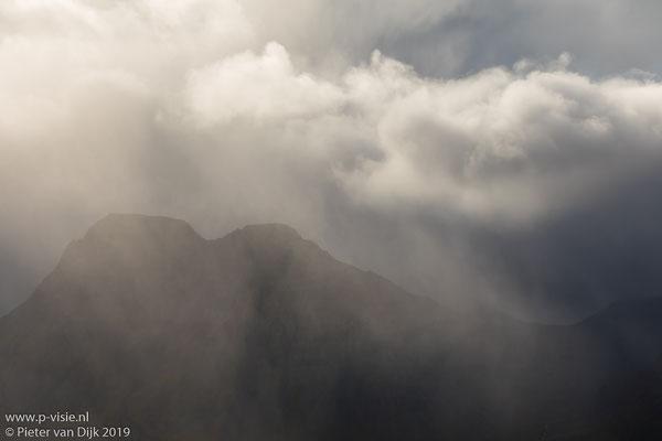 Wolken boven de Kúvíkur vanaf Gjögur