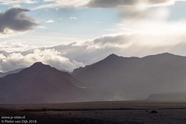 Avondlucht boven de Mýrdalsjökull