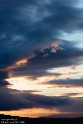 Zonsondergang bij Hraunfossar