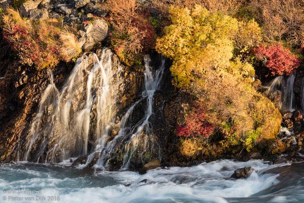Waterval van Hraunfossar