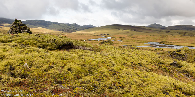 Lava mos, bergen en water langs de F208
