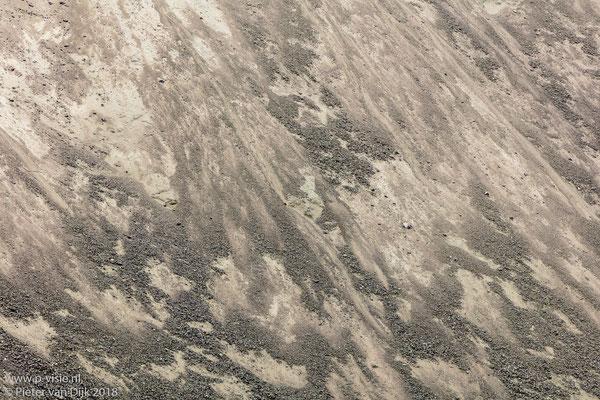 Stenen op bergwand in Grænagil