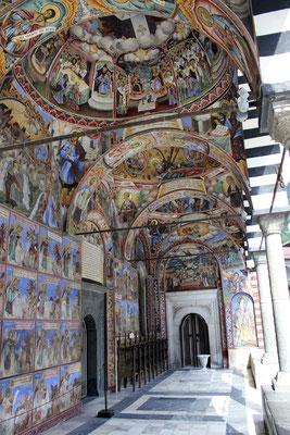 Atrio exterior norte del Templo Mayor del Monasterio de Rila