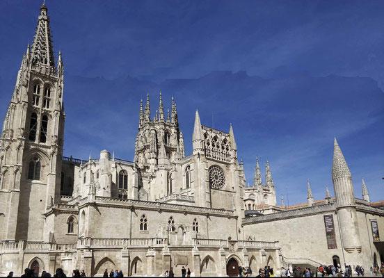 Fachada sur de la Catedral de Burgos, desde la plaza del rey San Fernando