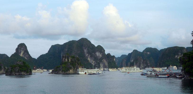 La Bahía de Halong desde el barco (a nivel del mar)