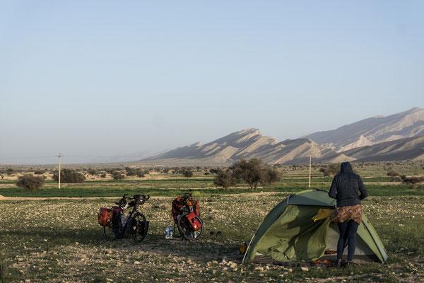 Selbst hier im Nirgendwo wurden wir von Hirten in ihr Zelt eingeladen.