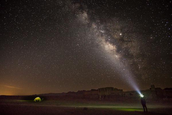 Die Milchstraße, die Karawanserei und das Zelt. Herz, was willst du mehr?