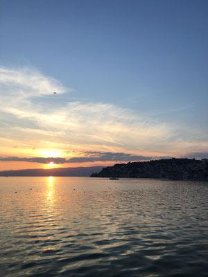 Nein, das ist nicht das Meer. Das ist der überdimensionale Ohrid See.