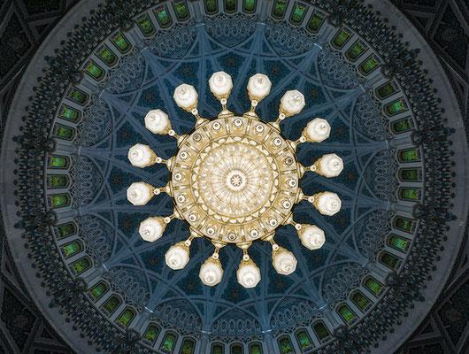Der Kronleuchter von Swarovski in der großen Sultansmoschee in Muskat.