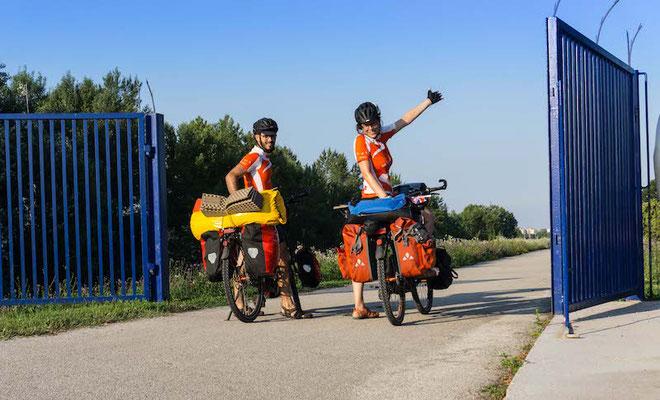 Wir überschreiten die erste Grenze - Hallo Slowakei!