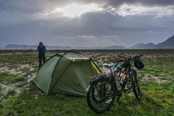 Campen bei Regen im Iran