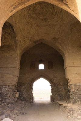 Der Eingang der Karawanserei.