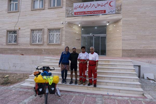 Der Rote Halbmond hat uns auch einmal aufgenommen und uns ein Zimmer angeboten. Im Iran braucht man nie nach Hilfe zu fragen, die kommt von ganz allein.