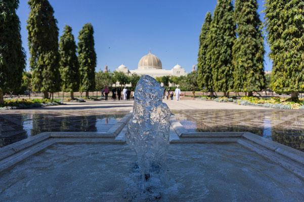 Der kleine Vorgarten der Sultansmoschee.