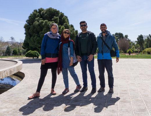 Eine Woche, nachdem wir Muza und seine Familie wieder verlassen haben, sind wir in Shiraz von diesen beiden tollen Menschen in Empfang genommen worden!