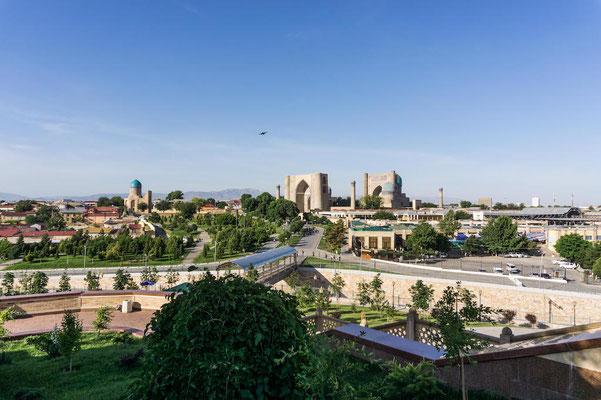 Blick auf Samarkand und den markanten Registan Square