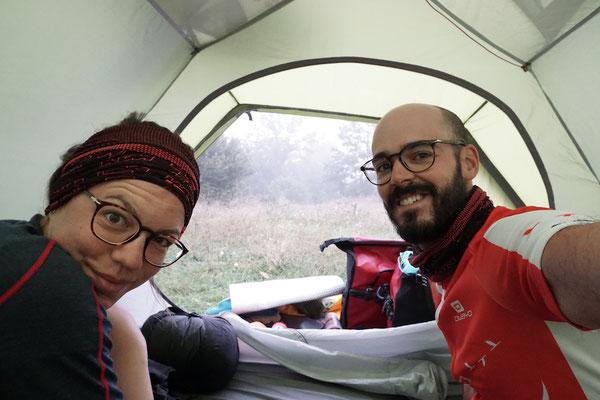 In der Früh ist es mittlerweile schon kalt. Aus dem Zelt kriechen wird härter!