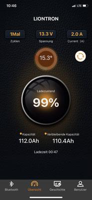 Per App ist die Batterie auch immer gut im Blick nur mit Kühlschrank und ab und zu Laptop aufladen, ist die Batterie bisher nie unter 100 Ah gefallen ... meine Zweifel mit einer Batterie waren wohl unbegründet!