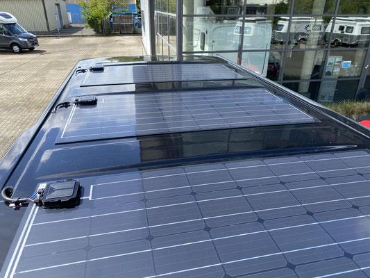 ... mit 270 Watt Solar auf dem Dach müsste er jetzt weitgehend autark sein. Erste Tests sind vielversprechend! Es kann also auf große Tour gehen ... 2022 USA/Kanada :o)