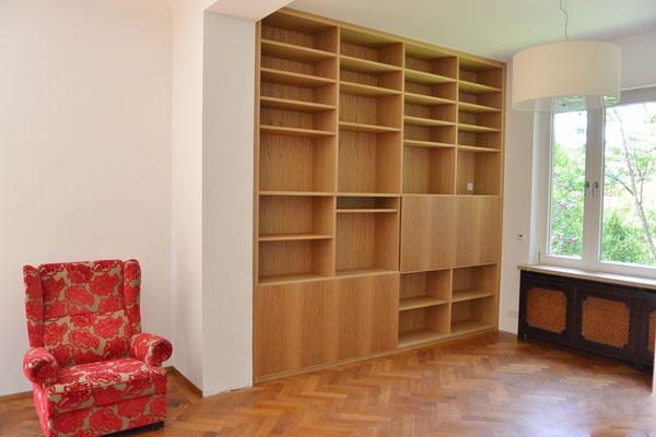 Bücherregal mit Schiebetüren Eiche furniert