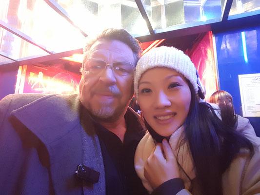 Armin Rohde und Aimee Nhung Le