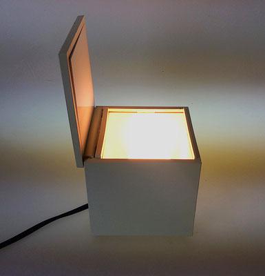 Vier Zoll Quadrat Licht Feld Tischleuchte.