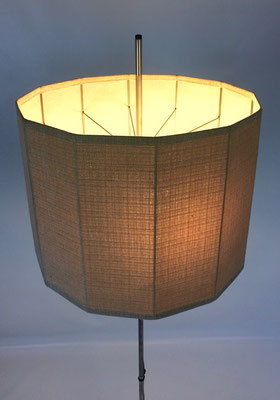 It also recalls a design by Ruser and Kuntner for Knoll.