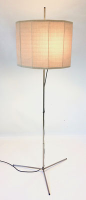 Dimensions: height = 164 cm. Shade diameter = 49 cm. Umbrella height = 35 cm. Foot width = 63 cm!