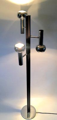 Height: 152 cm, foot diameter: 25 cm, length of a spotlight: 24 cm, diameter: 12 cm