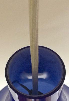 Maße: Höhe = 33 cm. Durchmesser, mittig = 23 cm. Öffnung unten Durchmesser = 13 cm! Öffnung oben, Durchmesser = 7 cm