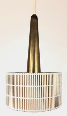 Sehr schöne, kleine Pendellampe. Ein Original aus den 50er Jahren. Drei sind vorhanden!