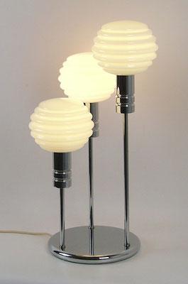 Die Leuchte befindet sich in einem sehr guten Originalzustand mit nur leichten Gebrauchsspuren.