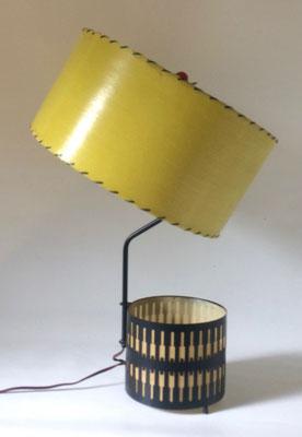 Der obere Lampenschirm lässt sich kippen!
